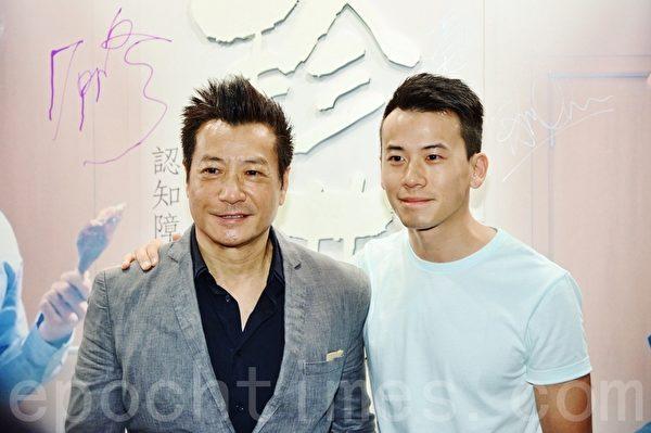 石修与儿子陈宇琛。(宋祥龙/大纪元)