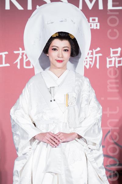 藝人高宇蓁6月11日在台北出席代言活動,穿上價值60萬、重達20公斤的日本嫁衣「白無垢」亮相,展現古典美。(陳柏州/大紀元)