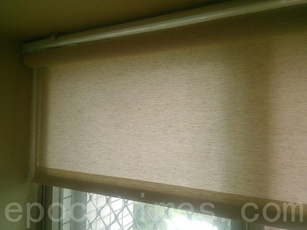 臥房加裝了稍稍透光、透氣的編織紋捲簾。(圖:Heidi提供)