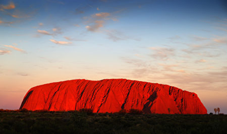 台湾27岁男游客12日与友人造访著名的澳洲巨岩艾尔斯岩时,不慎掉落20公尺深的缝隙内。(Chris Jackson/Getty Images)