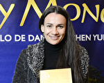 布宜諾斯艾利斯Coliseo劇院的主管Elisabetta Riva於6月13日晚在阿根廷首都布宜諾斯艾利斯的Opera劇院觀看了神韻舞劇團的《西遊記》演出。(新唐人)
