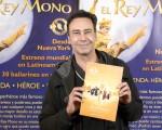 演員Jorge Schubert先生於6月13日晚在阿根廷首都布宜諾斯艾利斯的Opera劇院觀看了神韻舞劇團的《西遊記》演出。(新唐人)