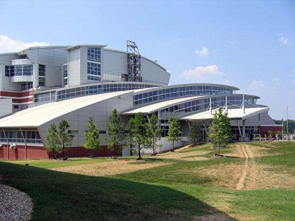 佐治亞理工學院為工程專業學生提供了廣泛的選擇,有接近20個工程專業,從航空航天工程專業到工業工程專業。(維基百科)