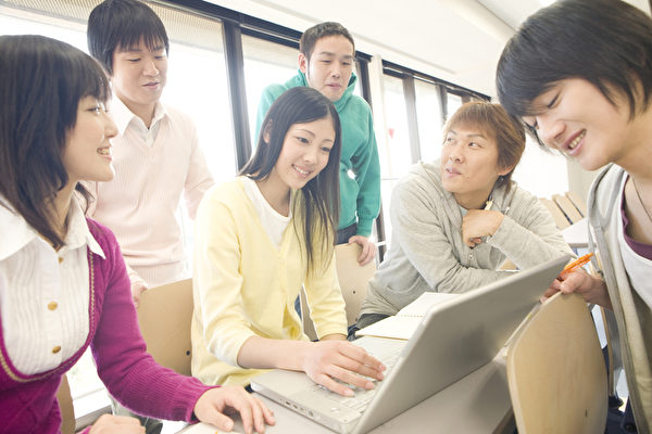 留學生選校不僅要關注學費,也要為未來就業考慮。(fotolia)
