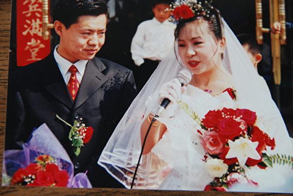 1999年5月,鄭治和郭漾喜結良緣。(鄭治提供)