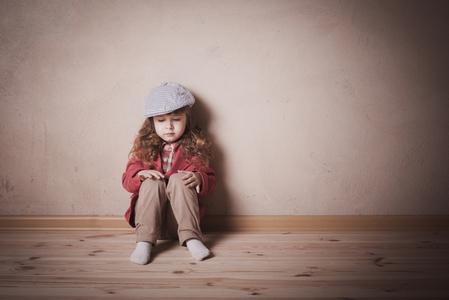 忧郁症患者深信没有人能体会其心中的苦,因此感到极度的孤寂。一旁亲友若能适度展现同理心,才能和病患进行有效交谈。(Fotolia)
