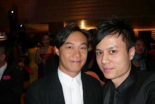 髮型師Alan與港星陳奕迅合照。(圖片由Alan提供)