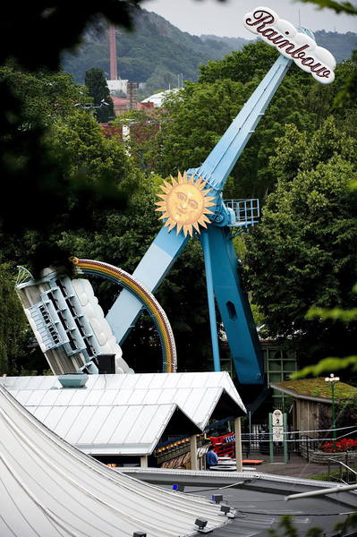 瑞典里瑟本主题公园的彩虹惊悚之旅。(ADAM IHSE/SCANPIX/AFP)