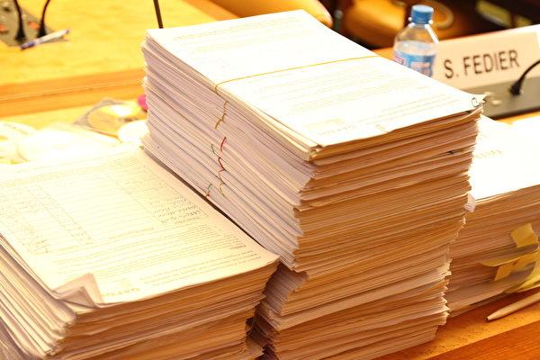 要求联合国采取行动制止中共的活摘器官的请愿信的部分签名。 (大纪元)
