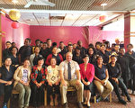 春田科技高中校长Richard Stoddard(前左五)、外语部主任Ann Ferriter(前左四)、中文部黄美珠老师(前左三)、Katherine Chang(前左二)及教育组组长黄薳玉(前右三)于会后合影。(教育组提供)