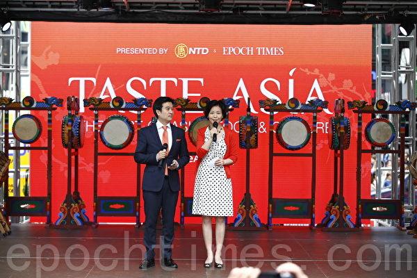 """新唐人电视台的人气主持人方菲与黄升建(Kean Wong)再次担纲""""亚洲美食节""""主持人。(戴兵/大纪元)"""
