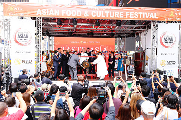 2015廚技大賽暨亞洲美食節。(戴兵/大紀元)