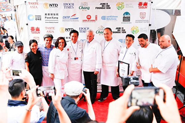 """来自美国及亚洲的厨艺大师将相继登台,给观众们表演各自的""""绝活儿"""",让上百万纽约市民及各国游客体验精美独特的亚洲饮食文化。(戴兵/大纪元)"""