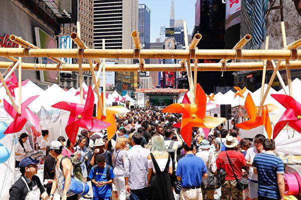 2015亚洲美食节6月26日在纽约时代广场盛大开幕。(戴兵/大纪元)