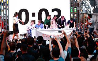 2015厨技大赛暨亚洲美食节上举行的吃饺子比赛。(戴兵/大纪元)