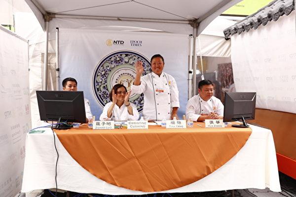 2015年6月27日,第七屆新唐人全世界中國菜廚技大賽決賽正式在紐約時代廣場隆重開場。圖為現場的四位評委(戴兵/大紀元)