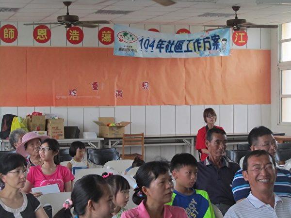 家扶中心进入三家社区后,将亲职教育资源带到社区,增强家长们的亲职信心与教养方法。(嘉义家扶中心提供)