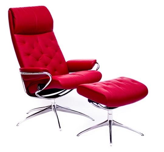 椅子专家品牌,斯特莱斯Stressless红色优雅舒适椅。(Giorgi Bros.提供)