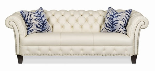 Hancock & Moore的新古典风格白色沙发。(Giorgi Bros.提供)