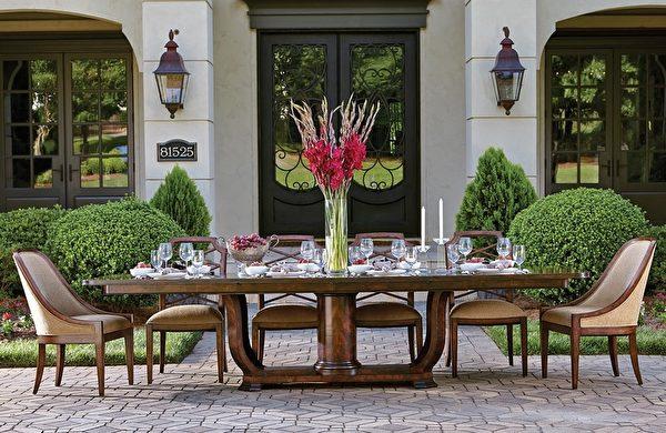 Santana设计的户外餐桌椅。(Giorgi Bros.提供)