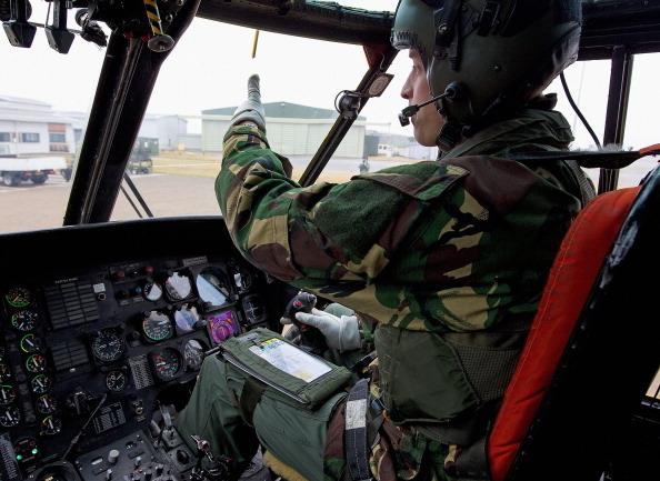 2011年4月,威廉王子駕駛海王直升機。(Photo by MoD Crown Copyright via Getty Images)