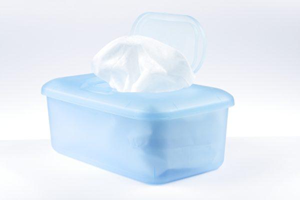 湿纸巾隐藏了很多有害人体的化学物,最好用肥皂与流水清洗消毒。(fotolia)