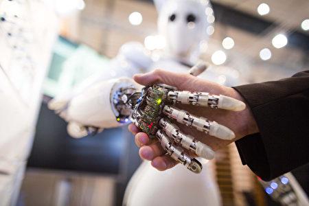 全球有數百萬工人的工作面臨被機器人搶走的風險,美國尤為令人擔憂。 (CARSTEN KOALL/AFP)