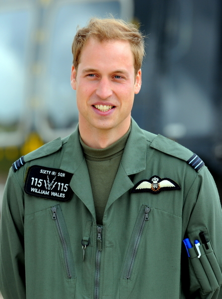 王子曾經擔任英國皇家空軍搜救直升機飛行員。(PAUL ELLIS/AFP)