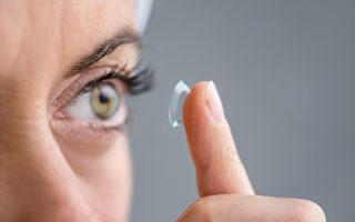 佩戴戴隱形眼鏡的時間過長或清洗鏡片的方法不恰當會對眼睛造成嚴重傷害。(fotolia)