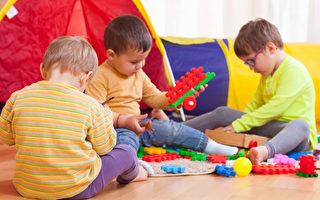 """儿童玩具不需要买新的,在""""Craigslist""""、eBay、Swap.com网站或去社区院卖场所购买二手货即可。(fotolia)"""