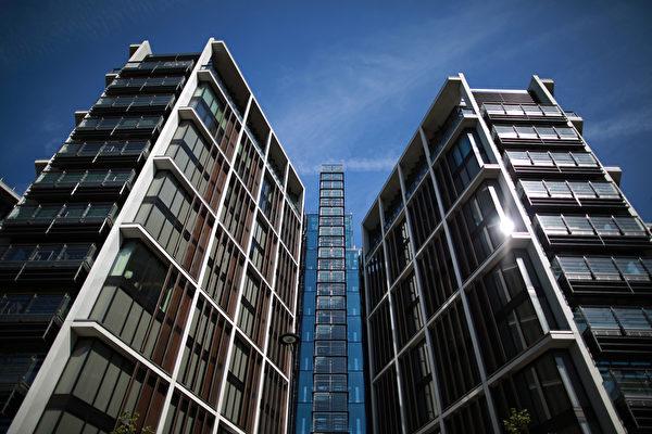 伦敦房地产市场发展稳定,房价一直上涨,图为在海德公园旁边新开发的豪华复式公寓。(Peter Macdiarmid/Getty Images)