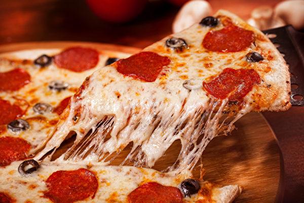 在纽约一片披萨只要1美元,你可以在2 Bros Pizza或是99¢ Fresh Pizza买到。(Fotolia)