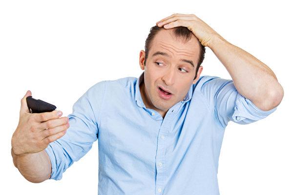 掉髮也可能是身體出了嚴重的狀況,需要皮膚科生詳細地評估與治療。(fotolia)