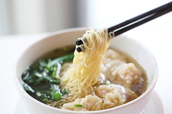 在中國北方,一直流傳有「頭伏餃子二伏麵,三伏烙餅攤雞蛋」的說法。(fotolia)
