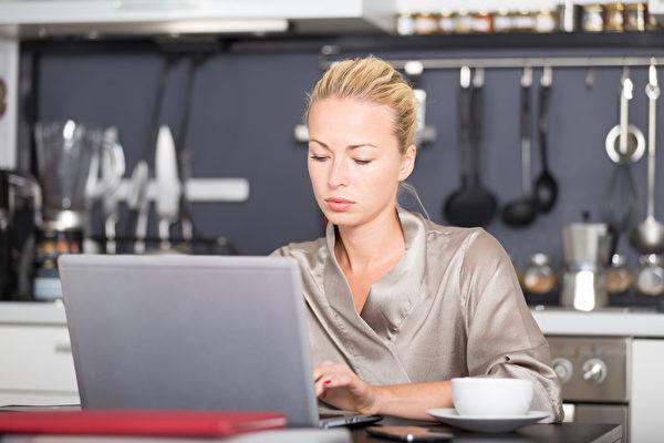 ATUS的報告說,83%的女性在家工作者和65%的男性在家工作者會在工作時從事家務。(Fotolia)