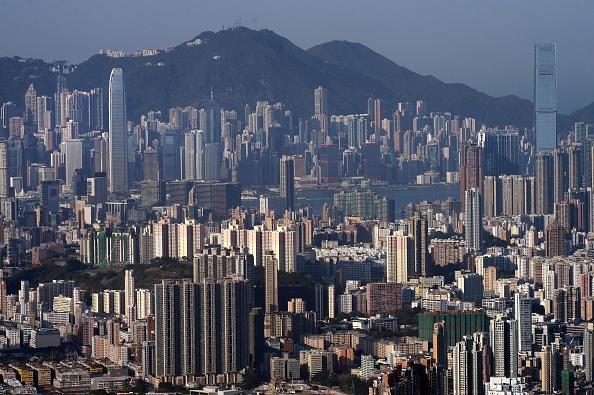 香港是著名的購物與美食天堂,也吸引大批世界遊客前往。(DALE de la REY/AFP/Getty Images)