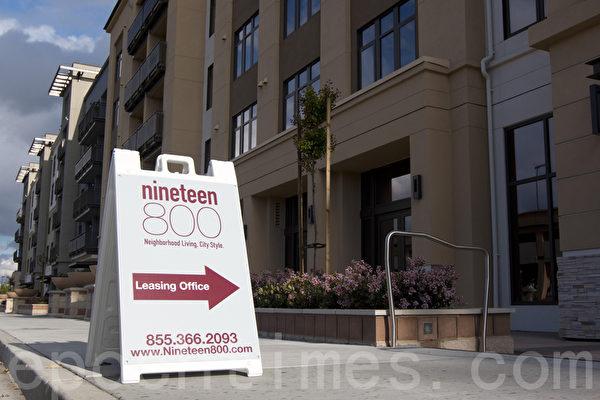 舊金山灣區庫柏蒂諾的高密度新公寓樓。(馬有志/大紀元)