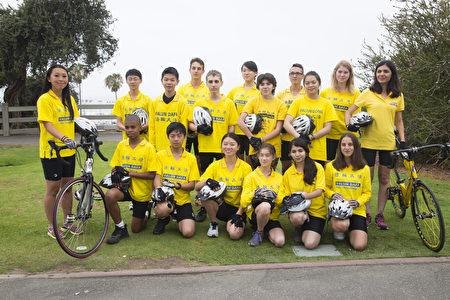 """来自五大洲的青少年组成""""骑向自由""""(Ride to Freedom)单车队,为营救法轮功学员的遗孤,从洛杉矶出发,横穿美国。(季媛/大纪元)"""