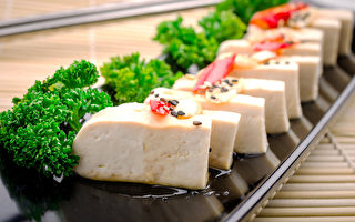 豆腐曾是日本贵族、武士阶层的奢侈食材。据记载,德川家康、德川秀忠时代禁止民间私造豆腐,而德川家光的一日三餐中都有豆腐汤、豆腐羹等物,可见豆腐在当时确实是贵重的食材。(fotolia)