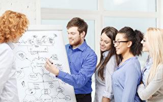 时值暑假,有不少在校生选择到公司实习,以增加资历。(Fotolia)