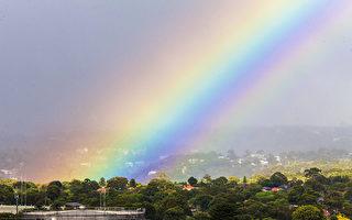 组图:窗外,晴天彩虹高悬