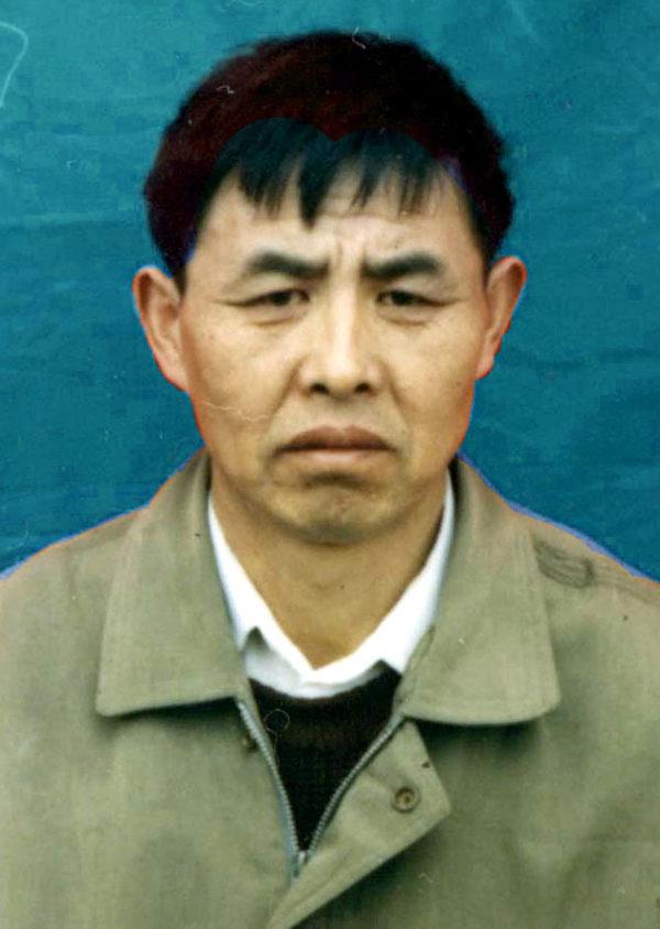 邢桂玲女士的丈夫戢景昌是二級殘疾患者,患有胃癌、心臟病等多種疾病,被醫院判了「死刑」,修煉法輪功後起死回生,開始正常生活。戢景昌被中共江澤民集團迫害致死。(明慧網)