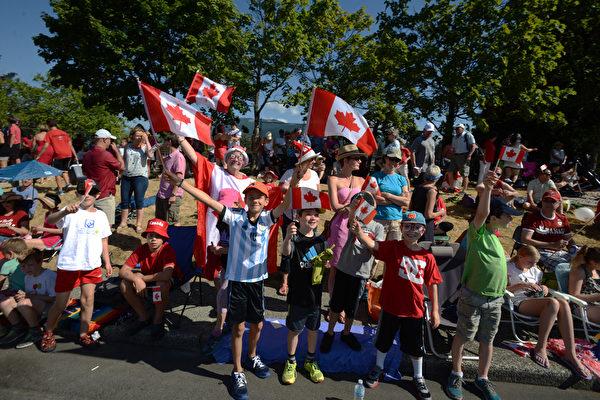 生日快樂!溫哥華大遊行歡慶加拿大148歲