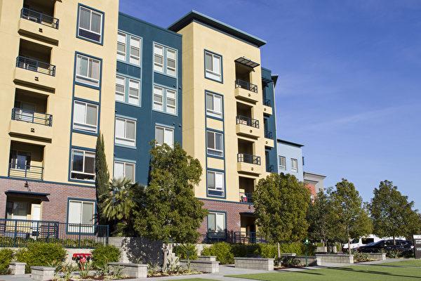 图:苗必达市(Milpitas)的高密度房逐渐增加中,图是Great Mall附近的高密度住宅区。(李欧/大纪元)