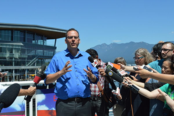 加拿大納稅人聯盟卑詩經理貝特曼表示,這次公交運輸公投的勝利,是納稅人的勝利。 (邱可菲/大紀元)