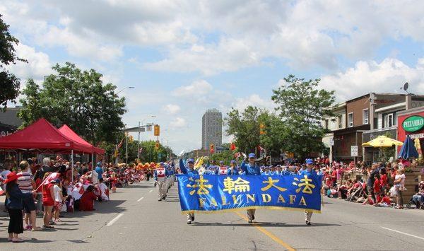 加拿大國慶日盛大慶祝 華人喜見法輪功