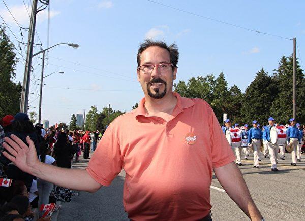 加拿大新民主党在士嘉堡市的候选人亚历克斯•威尔逊(Alex Wilson)。(明慧网)