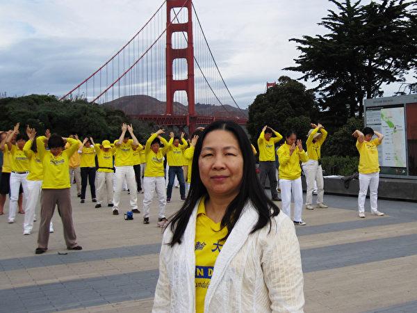 2014年10月,朱洛新参加美国旧金山法轮功活动。(朱洛新提供)