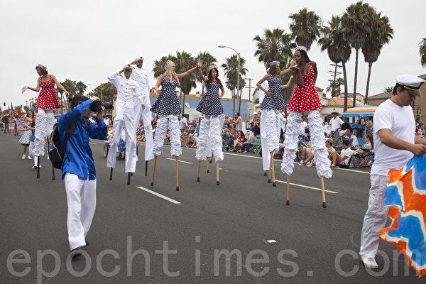 2015年7月4日美国西海岸最大规模的国庆游行--南加州杭庭顿海滩市(Huntington Beach)。(季媛/大纪元)