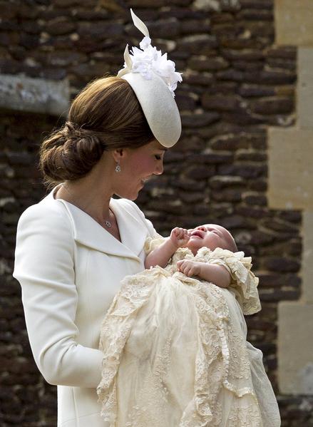 7月5日,英格蘭,英國威廉王子一家人帶新成員夏洛特公主去接受洗禮。(Chris Jackson - WPA Pool/Getty Images)